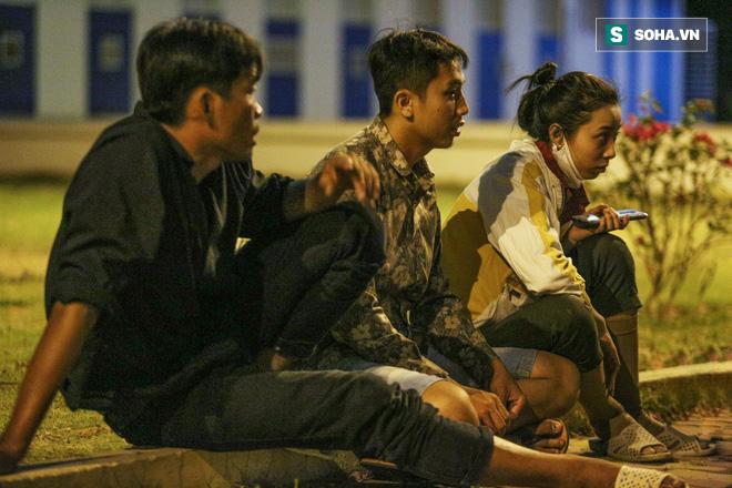 Gia đình thân nhân đợi đưa xác nạn nhân trở về quê ở Cà Mau.