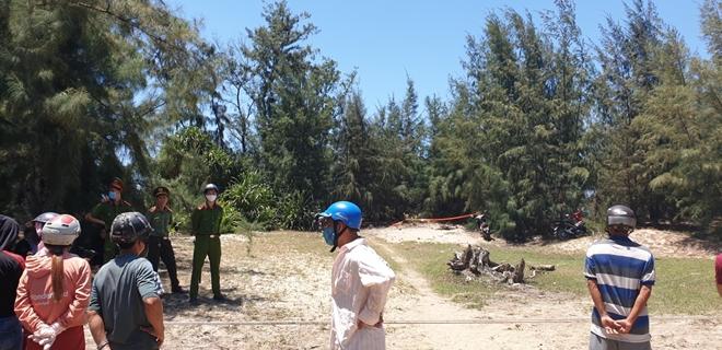 Công an thiết lập rào chắn bảo vệ hiện trường để phục vụ khám nghiệm điều tra.