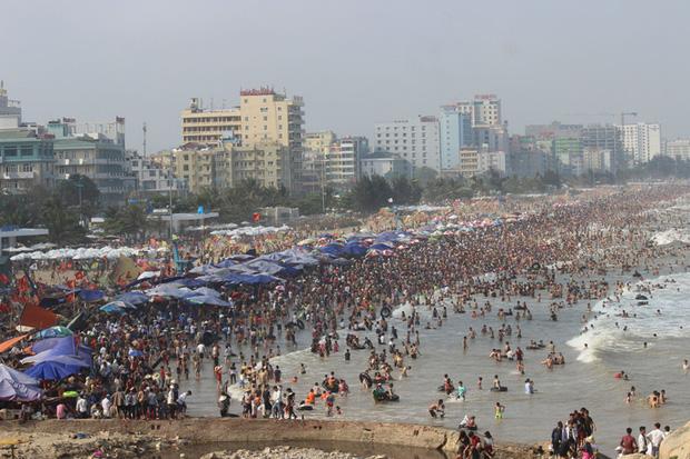Bãi biển Sầm Sơn - Thanh Hóa nơi 2 người chết đuối khi tắm biển lúc sáng sớm.