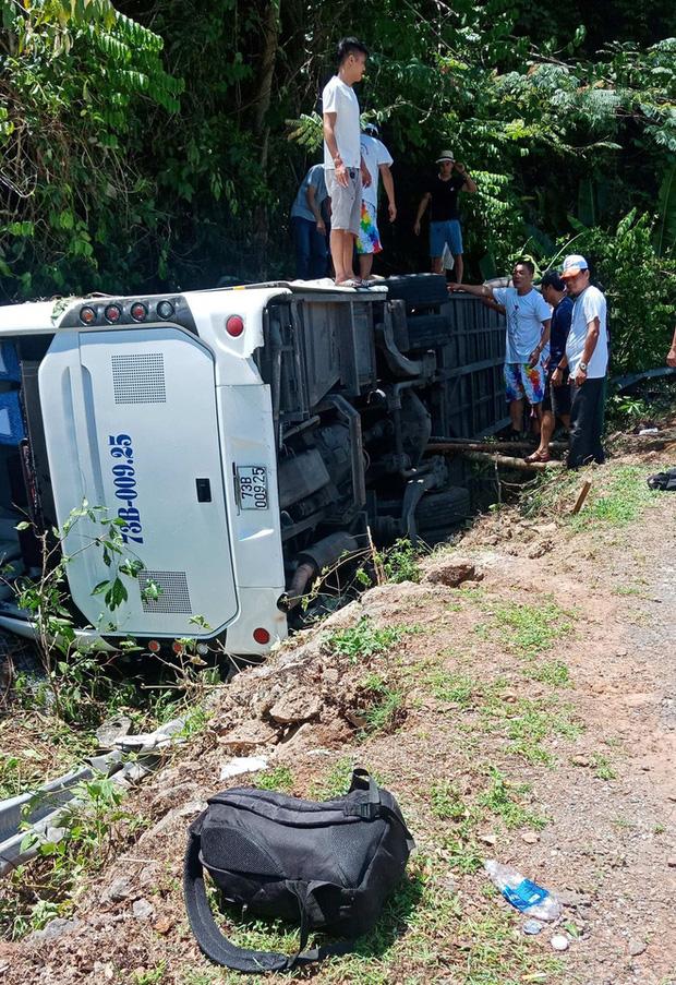Chiếc xe gặp nạn bị lật dẫn đến tai nạn thương tâm
