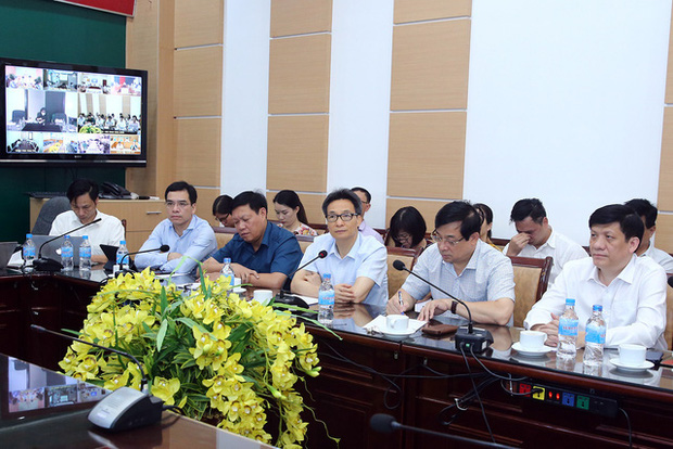 Phó Thủ tướng chủ trì cuộc họp trực tuyến với các bệnh viện (ảnh VGP)