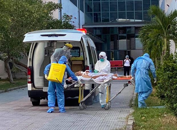 BN nhiễm COVID-19 được chuyển đến cơ sở 2 Bệnh viện T.Ư Huế điều trị.