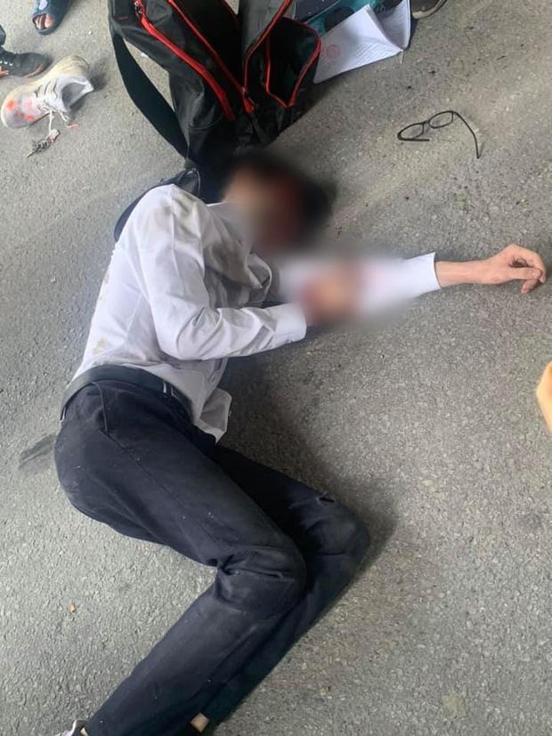 Sau khi xảy ra tai nạn, nam sinh bị thương nặng nằm bất động.