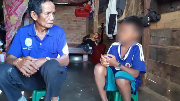 Không có tiền đóng quỹ, em Y H. Bkrông bị hiệu trưởng giữ học bạ chuyển cấp