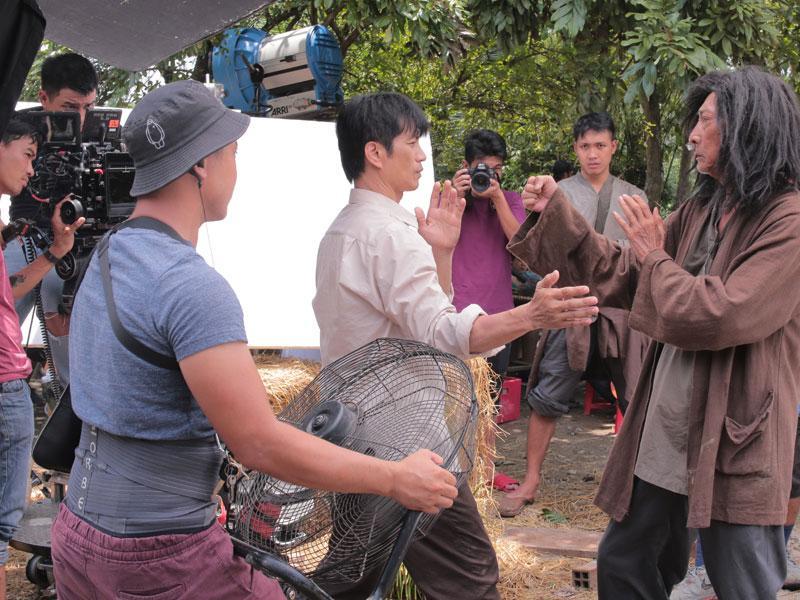 Dustin trong 1 vai trò khác: Mười luyện võ cùng sư phụ Bành