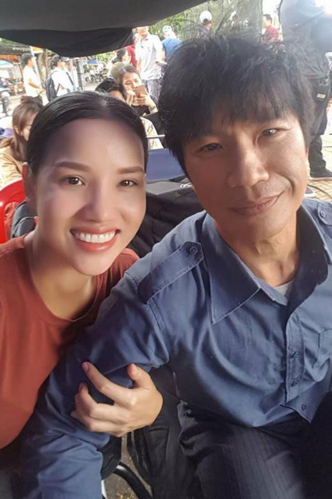 Dustin Nguyễn và Nhà sản xuất Bebe Phạm trên trường quay