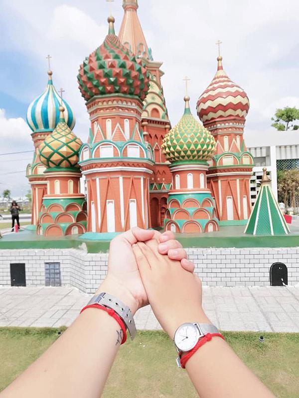 Một số hình ảnh trong bộ ảnh Nắm tay em đi khắp thế giới... mô hình.