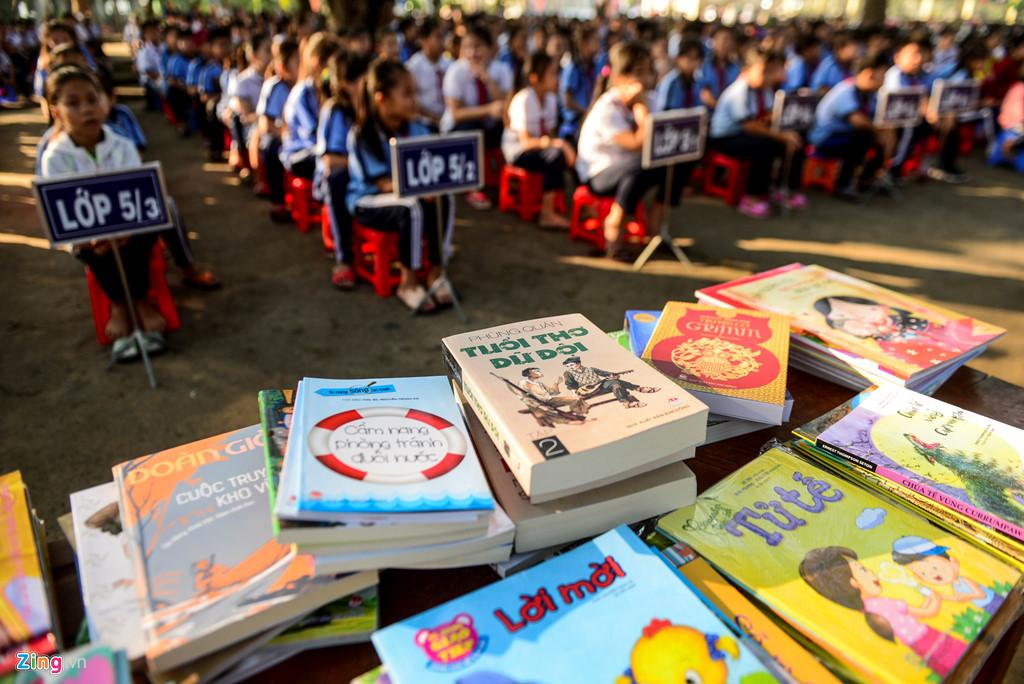 Mỗi thư viện của mỗi trường tiểu học sẽ được dự án trang bị 120 đầu sách truyện và 150 cuốn tạp chí. Các đầu sách được tuyển chọn là những cuốn sách hay dạy về kỹ năng sống, dạy cách hình thành những thói quen tốt, nhận biết về thế giới xung quanh… để nâng cao và bồi dưỡng tâm hồn cho trẻ nhỏ.
