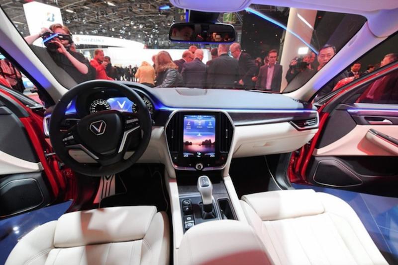 Nội thất VinFast LUX SA 2.0 được ngợi khen tại Paris Motor Show 2018.