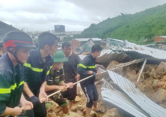 Mưa lớn ở Khánh Hòa đã khiến 13 người c.hết và mất tích. (Ảnh: Hữu Toàn)