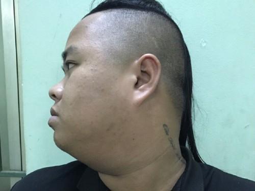 Đối tượng Dương Chí Tài sau khi bị Cơ quan CSĐT Công an TP Quy Nhơn thực thi lênh bắt khẩn cấp và quyết định tạm giữ hình sự. Ảnh: Báo Công an Nhân dân