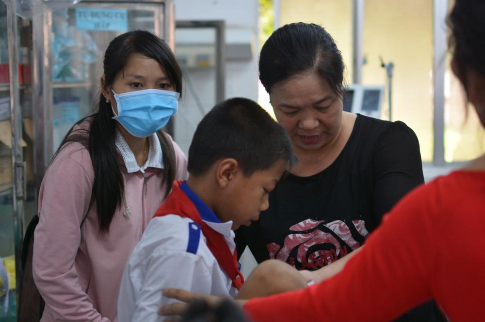 Một số học sinh có biểu hiện ói, tiêu chảy, sốt