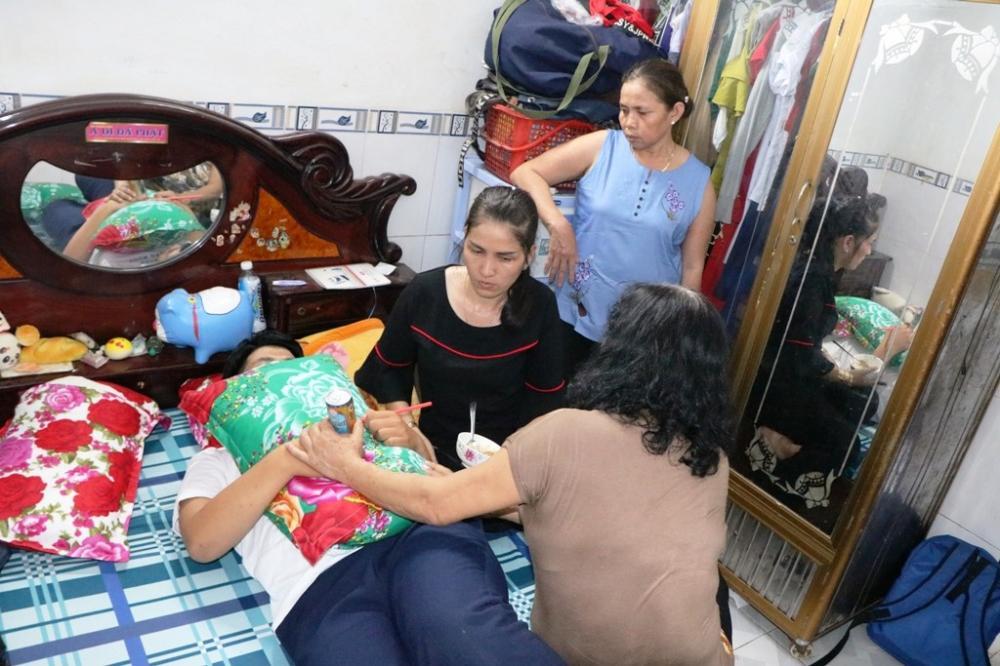Chiều 10/3, khi PV đến thăm nhà em Trần Công Mẫn, em Mẫn chỉ nằm trong phòng và không chịu ăn uống. (Ảnh: Duy Quan).