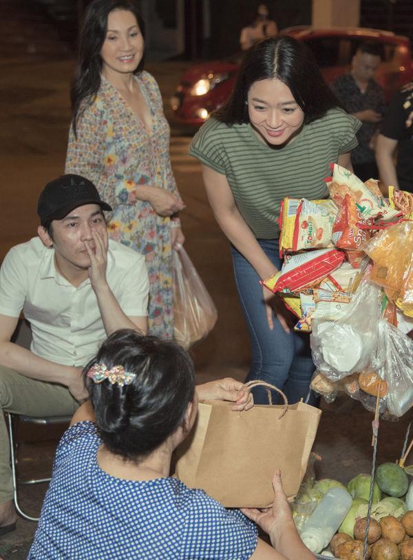 Hồng Đào và Hà Thanh Xuân là hai chị em thân thiết. Họ cùng đi show với nhau ở hải ngoại, đóng cùng rất nhiều vở kịch. (Ảnh: NVCC)
