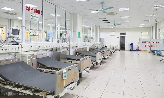 Phòng cách ly đặc biệt tại Khoa Cấp cứu, nơi tiếp nhận bệnh nhân Covid-19 có triệu chứng lâm sàng như sốt, ho, khó thở và đau mỏi cơ. Ảnh: Ngọc Thành.
