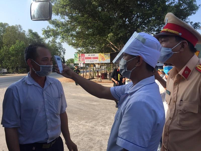 Kiểm tra thân nhiệt lái xe tại Bình Thuận