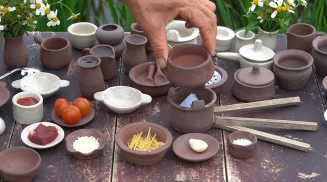 Bà Tân dùng cồn khô để nấu nướng.