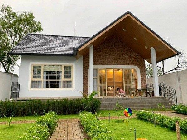 Ngôi nhà được hoàn thành hồi tháng 7 năm 2019, là nơi vợ chồng NSND Kim Xuân nghỉ dưỡng vào cuối tuần.