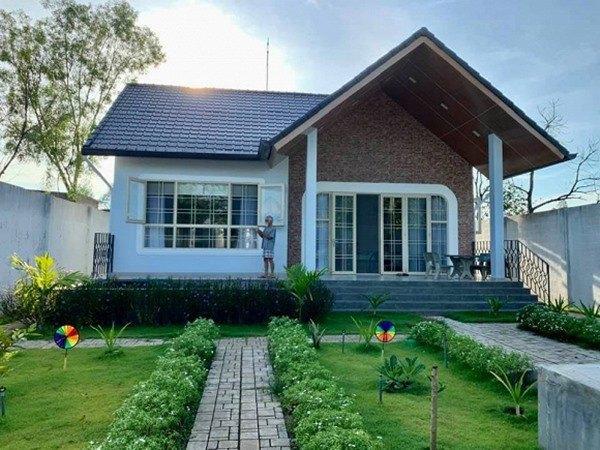 Tuy không xây nhà cao tầng nhưng căn nhà vẫn rất hiện đại, đầy đủ tiện nghi.