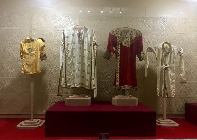 Trang phục của vua, hoàng hậu, công chúa đã được phục chế tại Trung tâm Trưng bày Văn hóa Chăm.