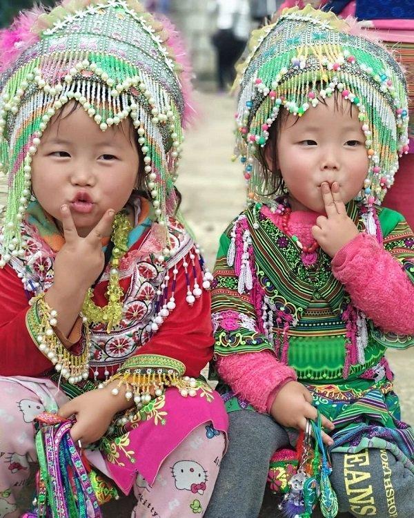 Hình ảnh các em bé dân tộc là một nét văn hóa điển hình của Sa Pa (ảnh internet)