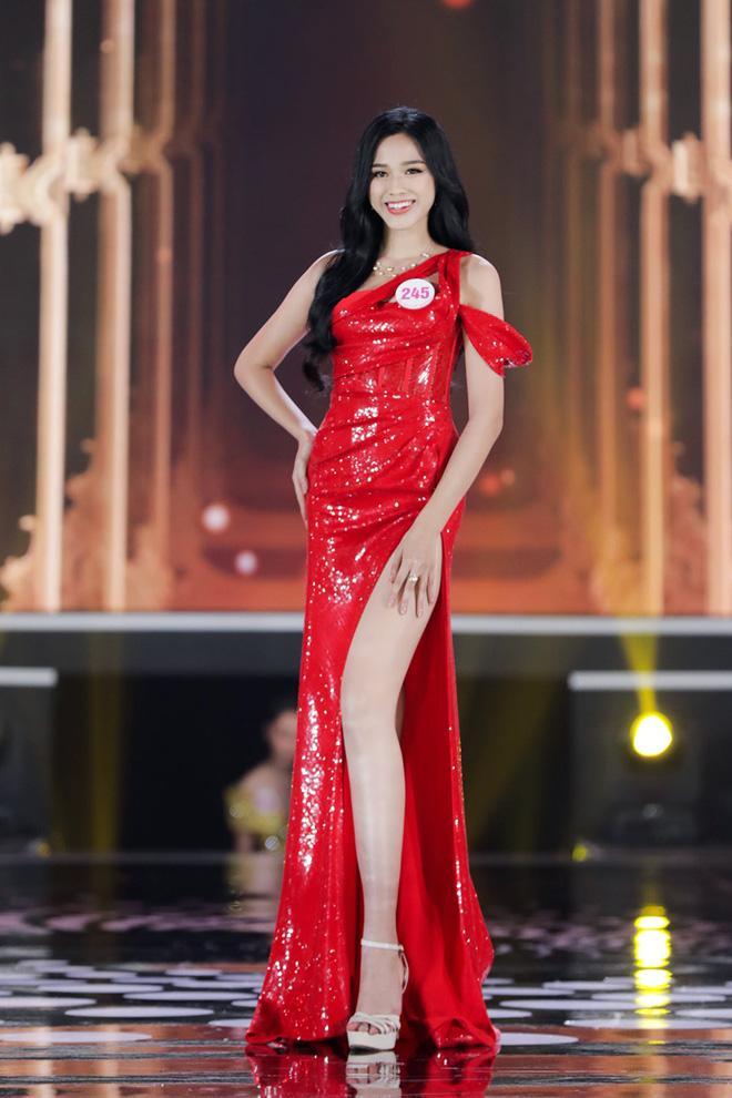 Tân Hoa hậu Đỗ Thị Hà nhận được nhiều lời khen vì nhan sắc xinh đẹp và học vấn ấn tượng