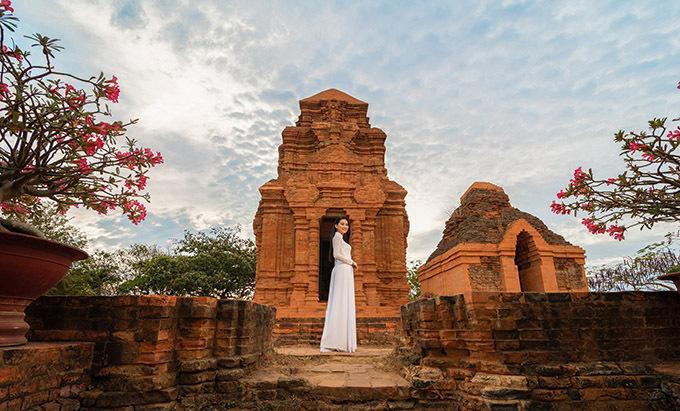 Nhóm tháp Po Sah Inư còn khá nguyên vẹn, thể hiện tinh hoa kiến trúc và nghệ thuật trang trí tài tình của người Chăm Pa xưa.