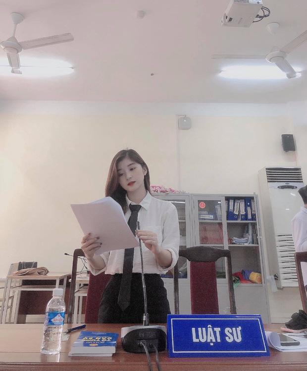 Nữ sinh vào vai Luật sư tại phiên toà giả định