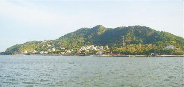 Núi Lớn còn có tên gọi là Tương Kỳ, có diện tích khoảng 400ha.