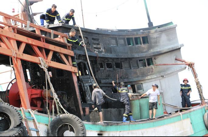 3 ngư dân may mắn thoát được ra ngoài