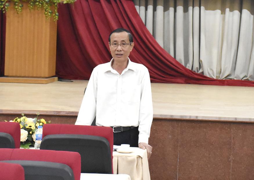 Ông Nguyễn Văn Thắm, Chủ tịch UBND TX.Phú Mỹ chủ trì cuộc họp triển khai công tác phòng dịch COVID-19 sáng 1/2.