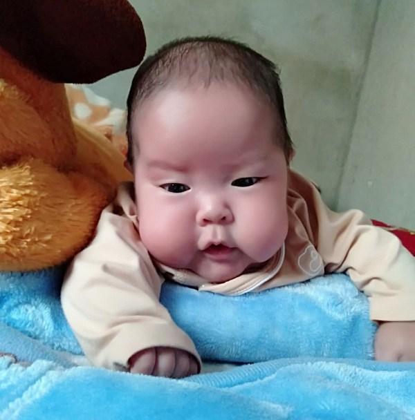 Từ em bé sơ sinh nhẹ cân nhất Việt Nam, giờ đây bé Ốc đã bụ bẫm, đáng yêu vô cùng.