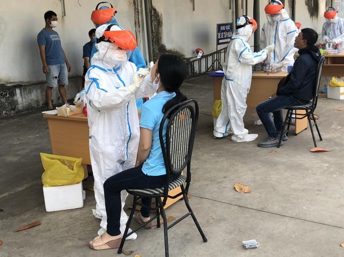 Toàn thể cán bộ, công chức, viên chức, người lao động của các cơ quan trực thuộc Tỉnh ủy, UBND tỉnh Bà Rịa-Vũng Tàu đã được lấy mẫu