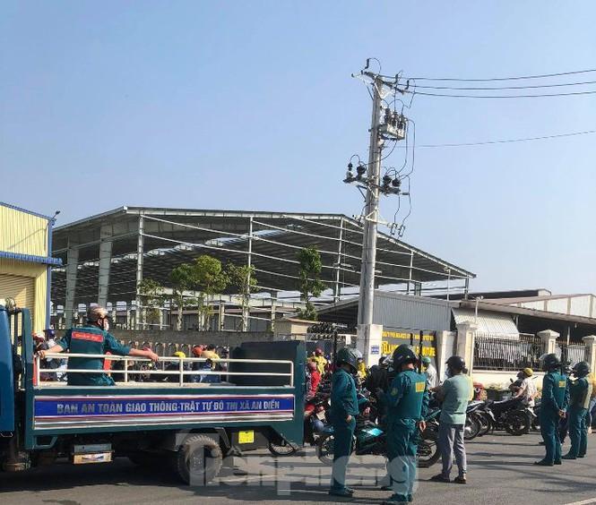 Lực lượng chức năng đến hiện trường để đảm bảo an ninh