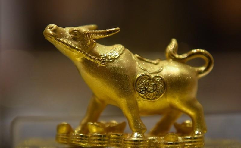 Một mẫu linh vật năm Tân Sửu bằng vàng, sản phẩm của một doanh nghiệp tung ra trong ngày vía Thần Tài. (Nguồn: DOJI)