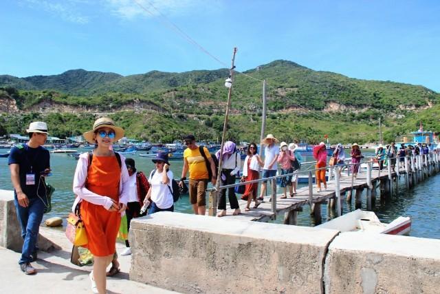 Du khách tham quan trải nghiệm tại Ninh Thuận