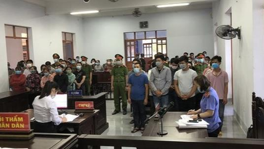 Các bị cáo tại tòa (Ảnh: Hoài Duyên)