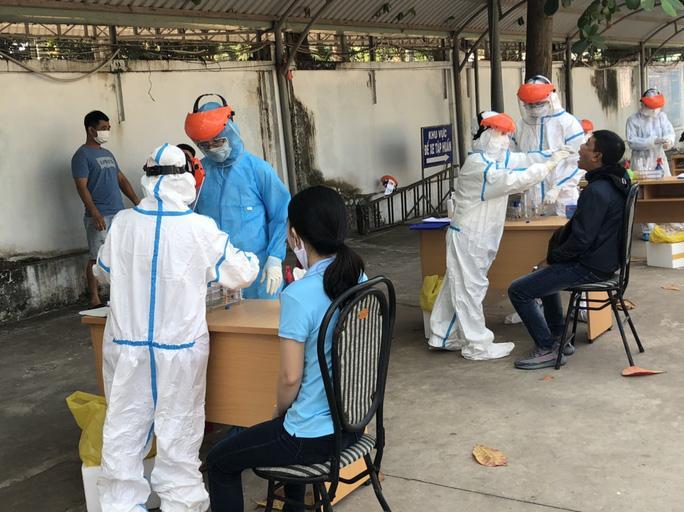 Bà Rịa - Vũng Tàu lấy mẫu xét nghiệm SARS-CoV-2 cho cán bộ, công nhân viên