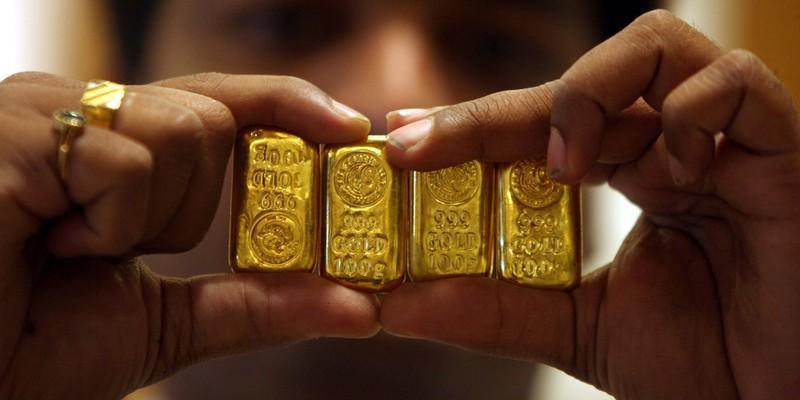 Giá vàng hôm nay đồng loạt giảm mạnh.