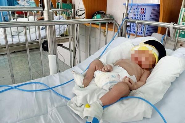 Bệnh viện Vũng Tàu thông báo tìm cha mẹ bé trai bị bỏ rơi.
