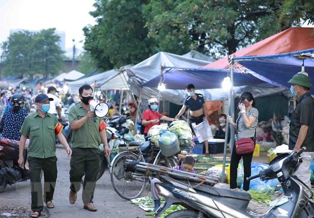 Phòng, chống dịch COVID-19 tại chợ đầu mối của Hà Nội. (Ảnh: Vũ Sinh/TTXVN)