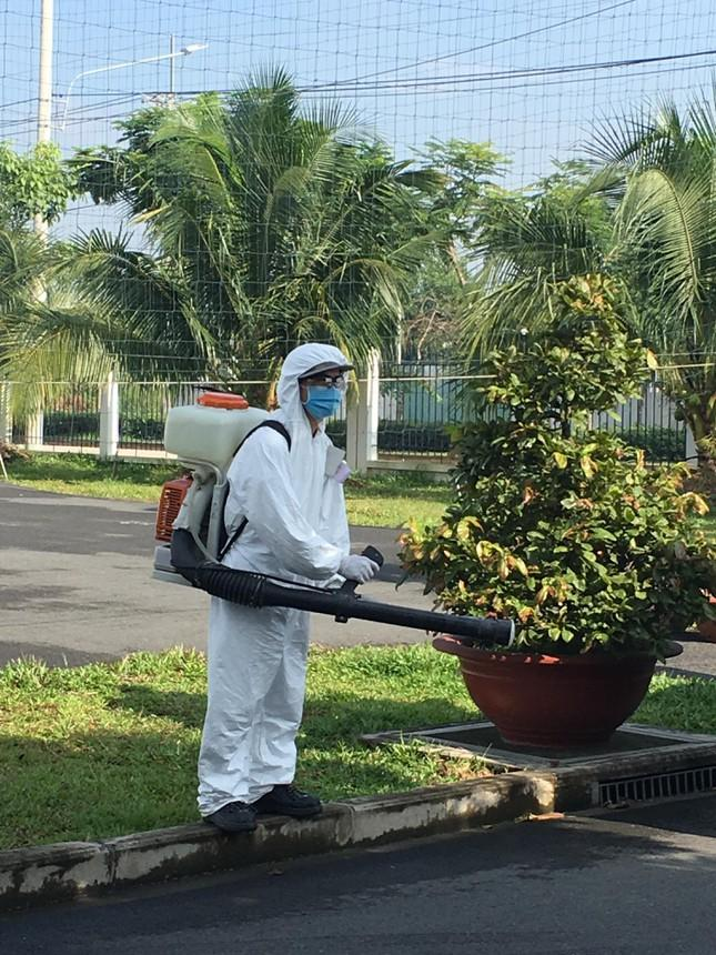 Khử trùng tại một nhà máy trong KCN ở TP Biên Hòa