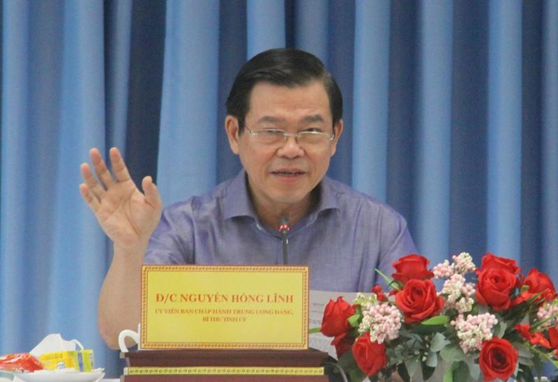 Bí thư Tỉnh ủy Đồng Nai Nguyễn Hồng Lĩnh đề nghị ưu tiên tiêm đủ hai mũi vaccine cho đội ngũ shipper và lái xe chở hàng hóa. Ảnh: VŨ HỘI