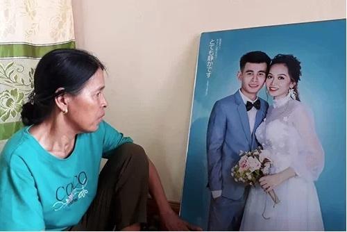 Ảnh cưới thay cho cô dâu chú rể dự đám cưới chính mình (Ảnh: Quang Hà - Vnexpress)
