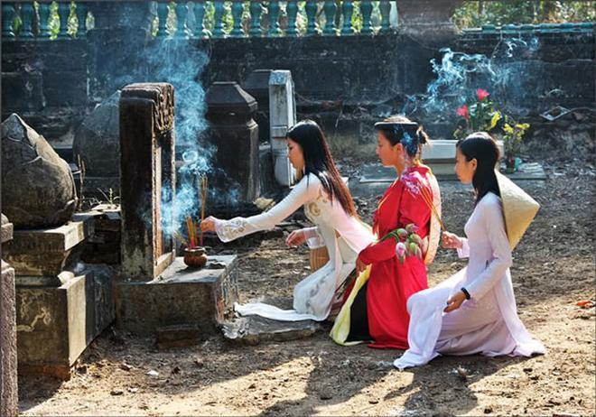 Tết Thanh Minh không phải ngày lễ lớn nhưng thiêng liêng, ăn sâu vào tiềm thức người Việt- ảnh Phunutoday.vn