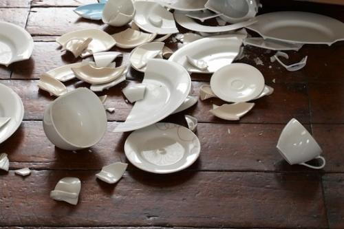 Ngày Rằm tháng Giêng tuyệt đối tránh việc đổ vỡ đồ đạc trong nhà. (Ảnh: Phụ nữ oline)