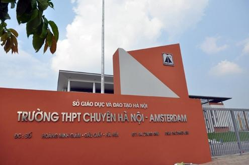 Trường THPT chuyên Hà Nội – Amsterdam là trường THPT công lập được thành lập vào năm 1985. Đây là một trong số những cơ sở đào tạo nổi tiếng nhất Hà Nội và được đánh giá là trường trung học có chất lượng tốt nhất Việt Nam. Năm học nào học sinh của trường cũng tham gia các cuộc thi quốc tế và mang về thành tích