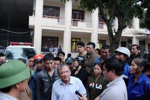 Người nhà sản phụ bao vây Bệnh viện huyện Nghi Xuân