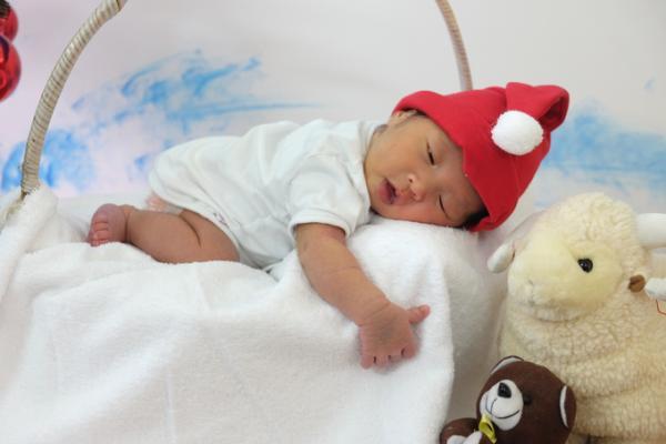Bé gái này chào đời tại Bệnh viện Từ Dũ (TP HCM) ngày 4/12, nặng 2,8 kg, hoàn toàn lành lặn.
