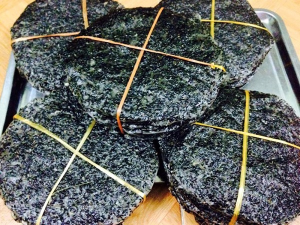 Bánh đa vừng đen Đô Lương.